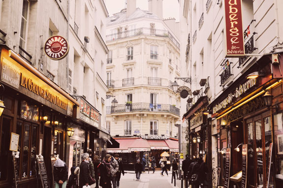 places to visit in paris in 2 days Parisian streets
