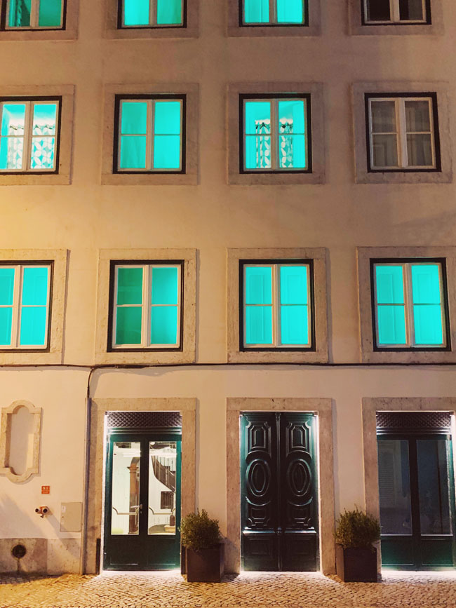Where to stay in Lisbon - Gat Rooms Rossio - exterior green windows