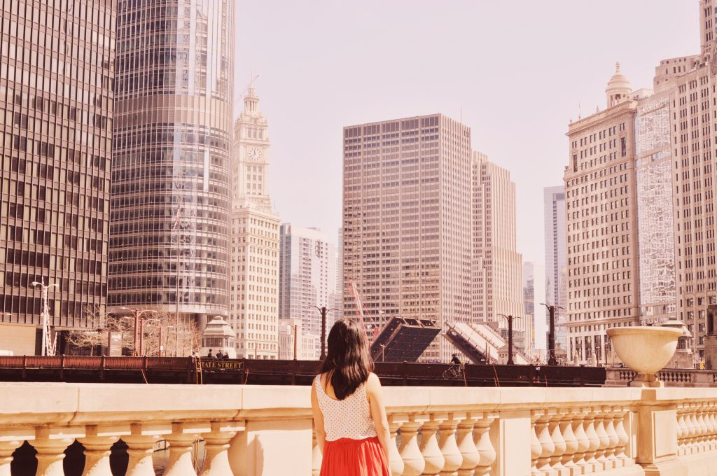 Wondering all the best things to do, see, and eat in 2 days in Chicago? I've got ya! This 2 days in Chicago itinerary will help you experience all the best of the Windy City! Packed with tips on things to do in Chicago, where to eat, where to stay, and more! Don't plan your trip without reading this Chicago travel guide! #chicago #illinois #USA #chicagotravel #chicagoguide #chicagoitinerary